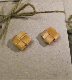 Kontti -tuohikorvakorut, tapeilla